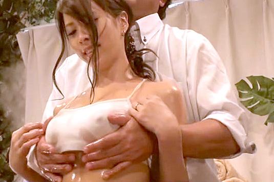 世田谷区にある産後で感度が上がり体型崩れを気にする巨乳ママばかりを狙う 母乳促進カイロプラクティック2