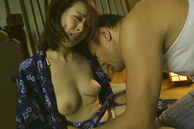 義父と嫁の密かな接吻情事 谷原希美