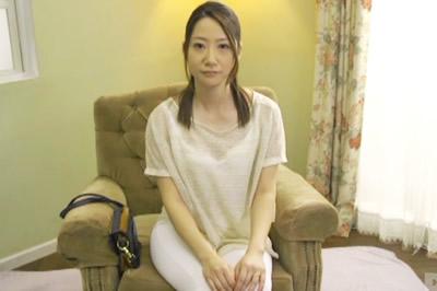 初撮り本物人妻 AV出演ドキュメント 結婚9年目、理想の専業主婦 秋山美咲 …