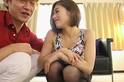 前略。どうしても離婚してくださらない貴方へ… 別居中の妻からの、ねとられ実況ビデオ通話。 宮下華奈