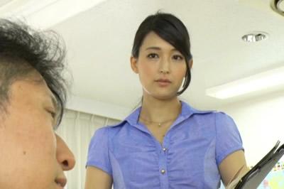 人妻なのに生徒の若いチ○ポで連続拷問中出しさせる妊活女教師 並木塔子