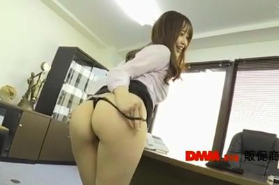 部下を性教育するデカ尻女上司のバックで強制誘惑中出し! 篠田ゆう
