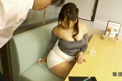 豊満ハミ出しボディで誘惑するムチコス痴女の下品なマラ喰い KAORI