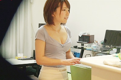 出会い系アプリで知り合ったウブ若妻・桐谷なぎさ(23歳)をお持ち帰り!…