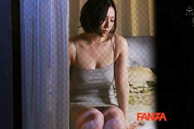 向かい部屋の人妻 佐山愛