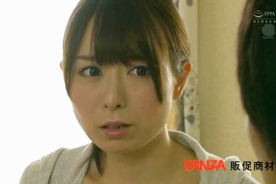 夫のいない昼下がり、僕を誘う隣家の人妻と中出し不倫性交。 桜井萌