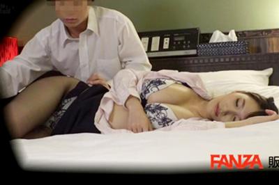 酔い潰れた女上司をホテルに連れ込みバレても説教覚悟でスケベ介抱。スロ…