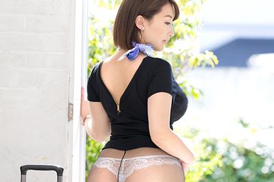 ムッチムチGカップ×超肉感神尻 元国際線キャビンアテンダント 人妻 篠崎かんな 32歳 AVデビュー