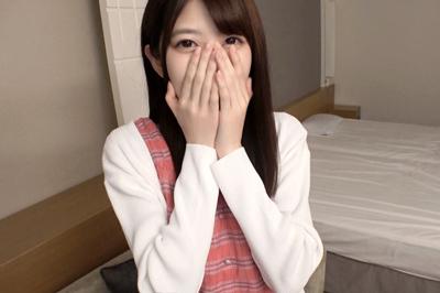 海外旅行のために絶賛バイト中の色白スレンダー美少女が謝礼につられて撮…