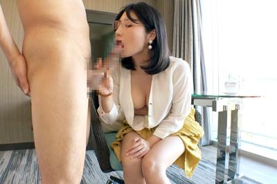 セックスレスから刺激に飢えた人妻教員!清楚で真面目そうな印象は仮の姿……
