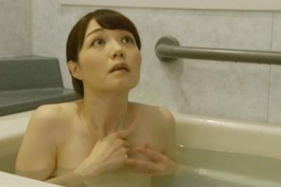 浴室からはじまる中年男女の溺れゆく情事 濡れた密室 岡野美由紀