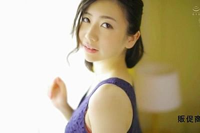 某有名化粧品メーカーで働く超美肌妻 真奈美さん 30歳 Madonnaデビュー!!