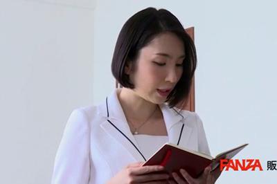人妻秘書、汗と接吻に満ちた社長室中出し性交 《専属》プレミアムな美顔妻…