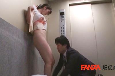 エレベーター密室性交 ゴミの日の朝、いつも出会う人妻と…。 陸畑ひなの