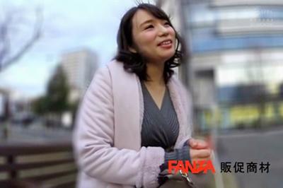 小顔なのに肥大むちむちボディ!!日本人離れした豊満肉体を持つ謎のアンバランス美女AVデビュー 蒼井れいな