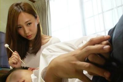 僕が童貞なのを知ってか知らずか、ノーブラで乳首ポッチになった胸をチラ…