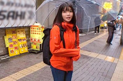 雨で困っているお姉さんをナンパしたら巨乳を服の下に隠したエロボディの…